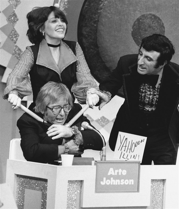 4-outrageous-gong-show-moments-to-remember-host-chuck-barris-3.