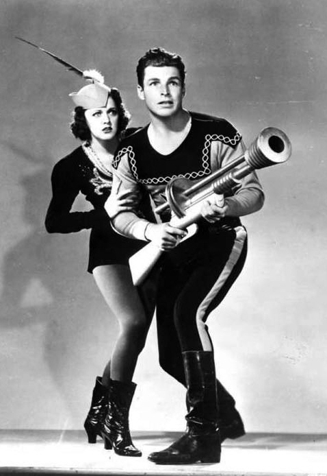 Buster-Crabbe-and-Carol-Hughes-as-Flash-Gordon-and-Dale-Arden.