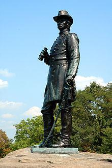 Gouverneur_K._Warren_Gettysburg_statue.jpg